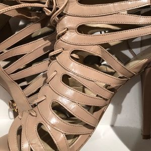 EUC Nine West cage ivory sandals.